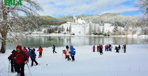 Camminare sulla neve con le ciaspole