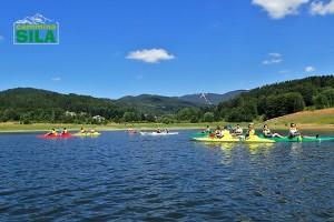 Canoe con sullo sfondo monte Botte Donato